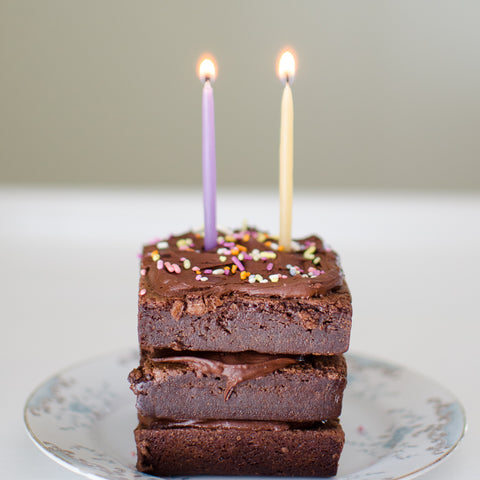 Candles on top of brownies |  Ideas to include in a birthday gift package