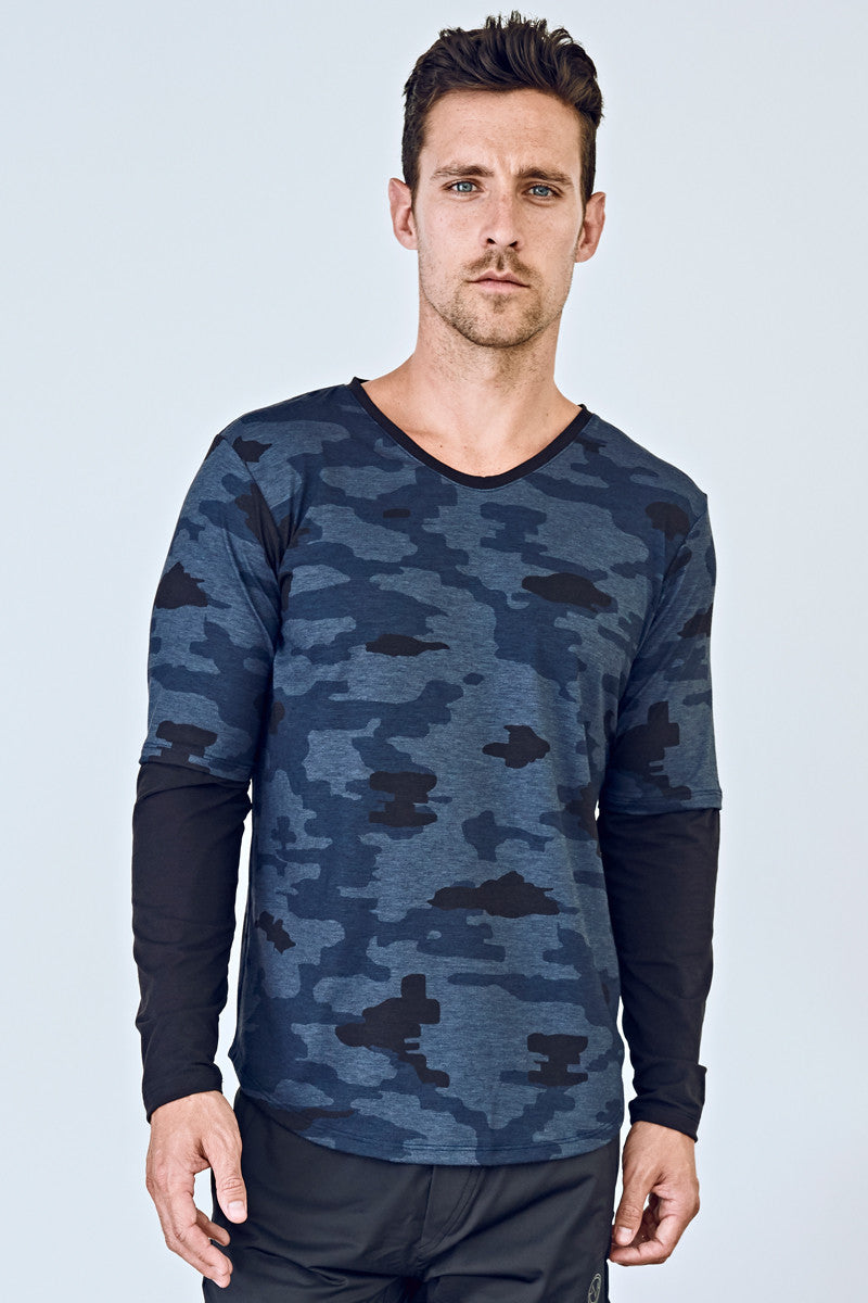 84a94778f0ff ... EYSOM Men's Navy Camouflage and Black Long-Sleeve Foundation Scoop Neck  Tee ...