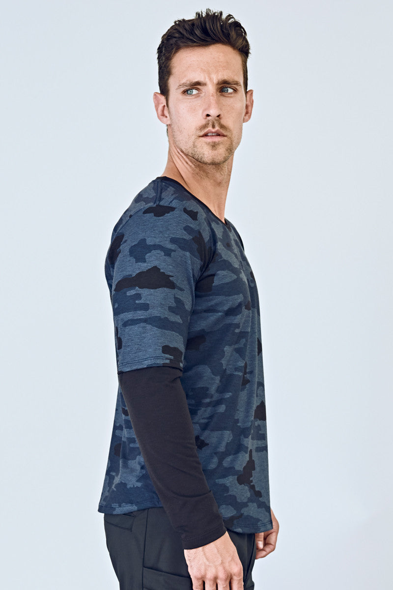 b413e894 ... EYSOM Men's Navy Camouflage and Black Long-Sleeve Foundation Scoop Neck  Tee