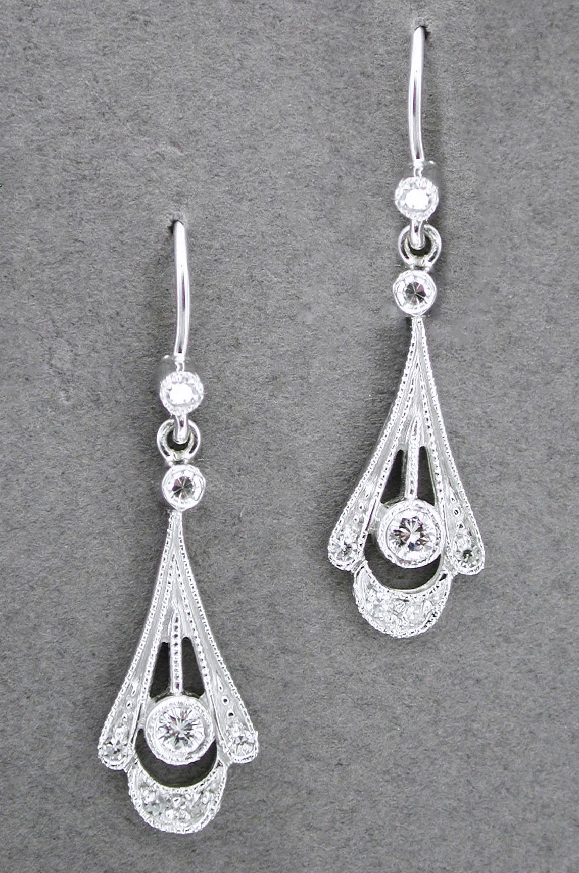 Vintage 1920s Art Deco 18k White Gold And Diamond Drop