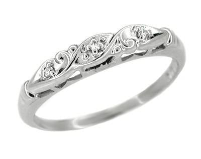 Estate Art Deco Diamond Filigree Wedding Ring in 14 Karat White Gold