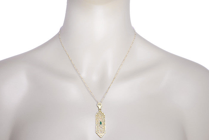 Art Deco Filigree Emerald Lavalier Pendant  Necklace in 14 Karat Yellow Gold