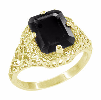 Art Deco Black Onyx Filigree Ring in 14 Karat Yellow Gold