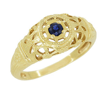 Art Deco Filigree Sapphire Ring in 14 Karat Yellow Gold