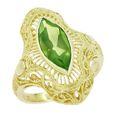 Art Deco Peridot Filigree Cocktail Ring in 14 Karat Yellow Gold