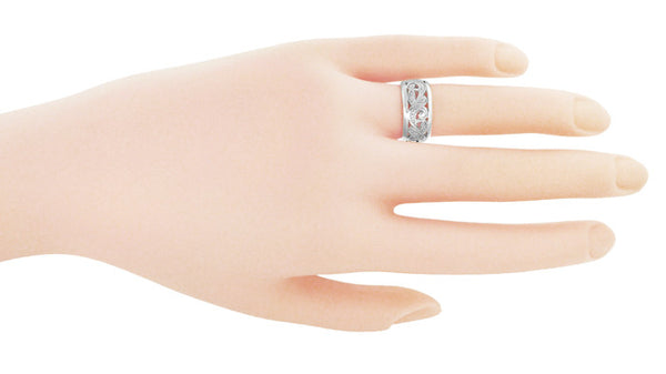 Retro Moderne Scrolls and Leaves Filigree Wedding Ring in Platinum - Item: R702P - Image: 1