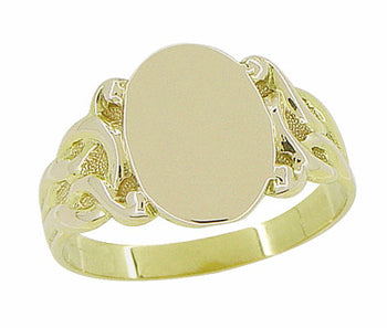 Art Nouveau Sculptured Vines Oval Signet Ring in 14 Karat Yellow Gold