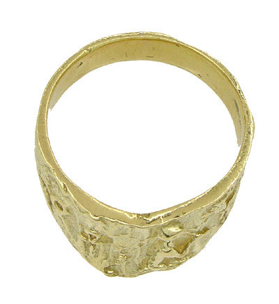Bas-Relief Greek Scene Triangle Cigar Band in 18 Karat Yellow Gold - Item: R927 - Image: 3