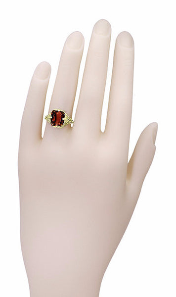 Art Deco Flowers and Leaves Almandine Garnet Filigree Ring in 14 Karat Yellow Gold - Item: RV193 - Image: 4