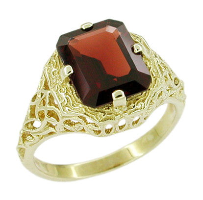 Art Deco Flowers and Leaves Almandine Garnet Filigree Ring in 14 Karat Yellow Gold