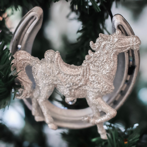 Super Simple (and Gorgeous) Horseshoe Christmas Decorations | For You to Create