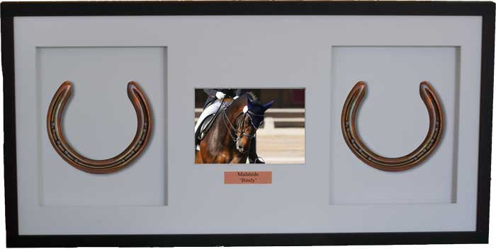 framed horseshoes with 7 x 5 photograph