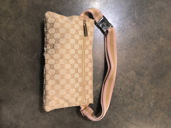 Vintage Beige Gucci belt bag