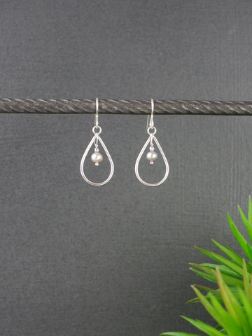 light-grey-pearl-stylish-teardrop-silver-earrings