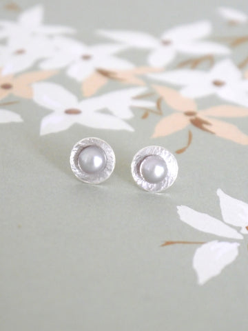 simple-grey-pearl-silver-round-studs