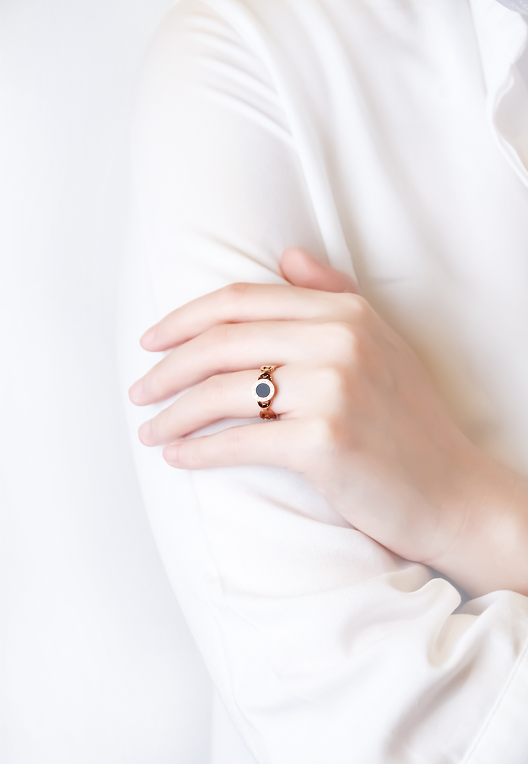 Dauphine Black Round Numeral Ring in Rose Gold