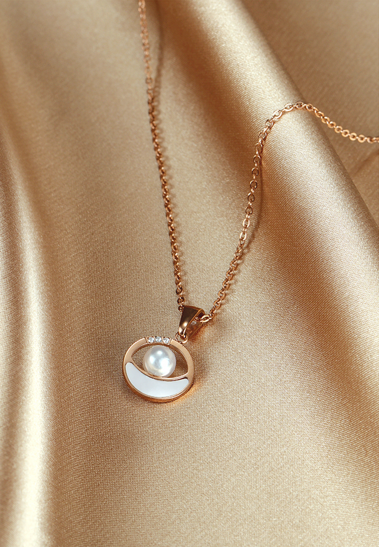 Moana Pearl of the Orient with Cubic Zirconia and White Mother Pearl Sea Circle Necklace in Rose Gold