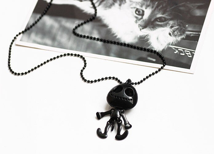 Big Eyes Skull Head Pendant Long Chain Necklace - Giveaway
