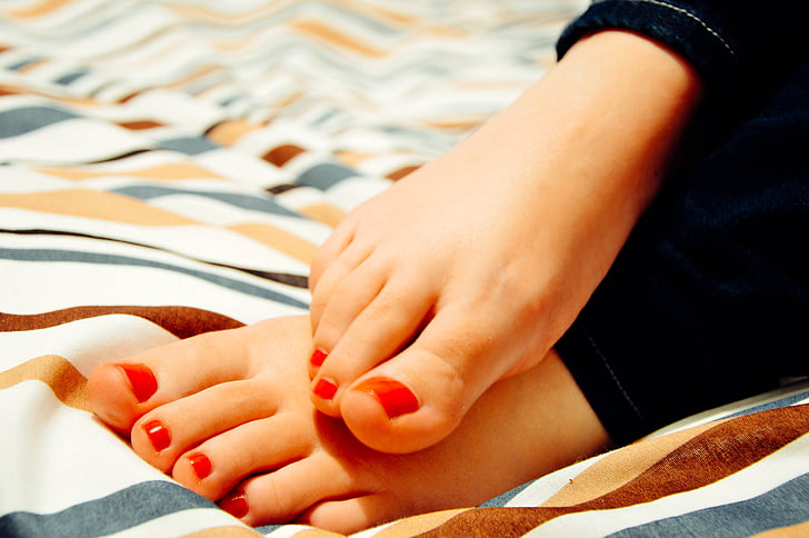 Why Are My Toenails Yellow? How to Get Rid of Yellow Toenails