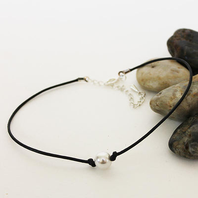 Single Pearl Black Leather Choker