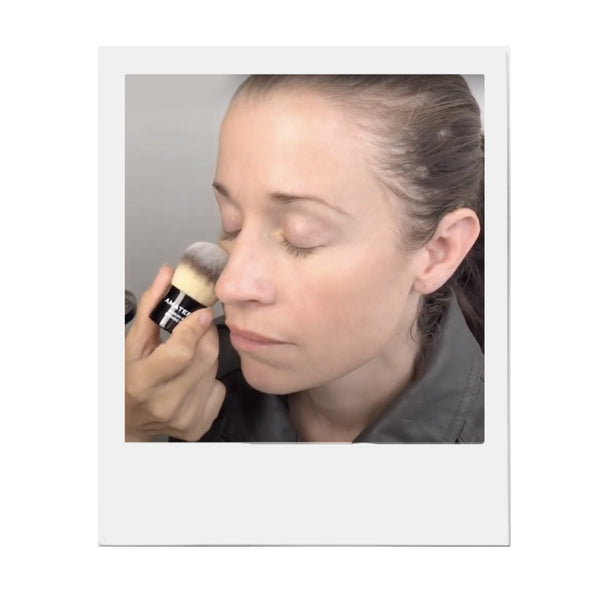 EASY TIPS ON HOW TO USE A KABUKI BRUSH