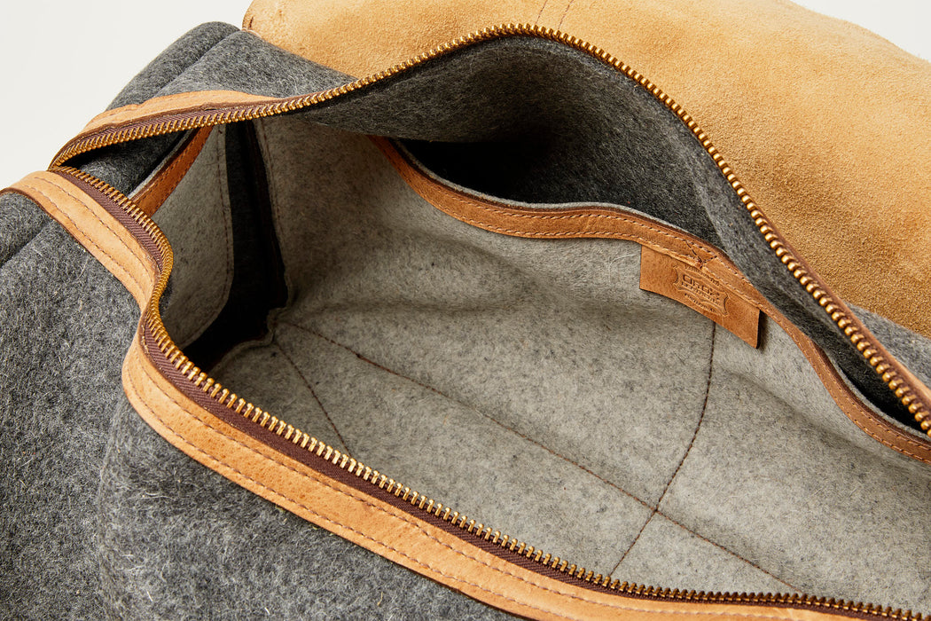 Orox Leather Co. Ryoko Duffel - Sand - interior view internal pockets