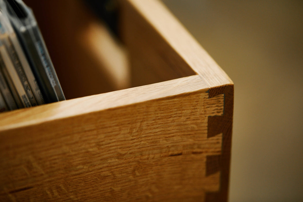 Rustic Oak - Symbol Audio Dovetail Record Crate - Close up of dovetail woodwork