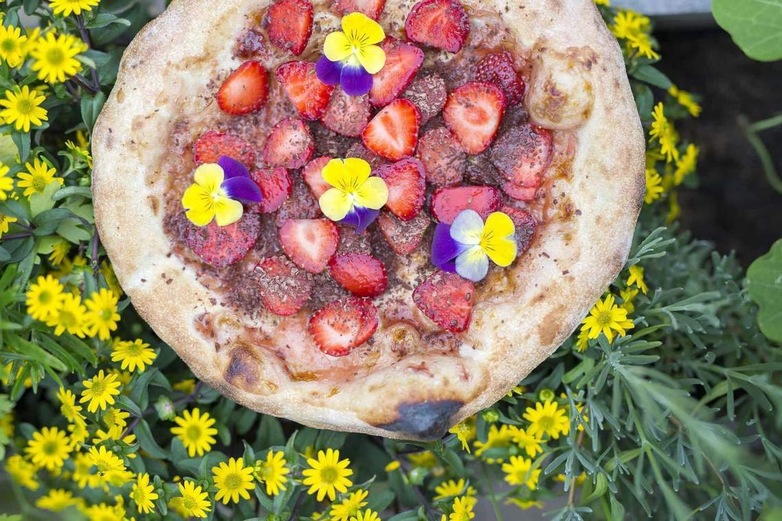 Strawberry & Dark Chocolate Pizza Featured Image