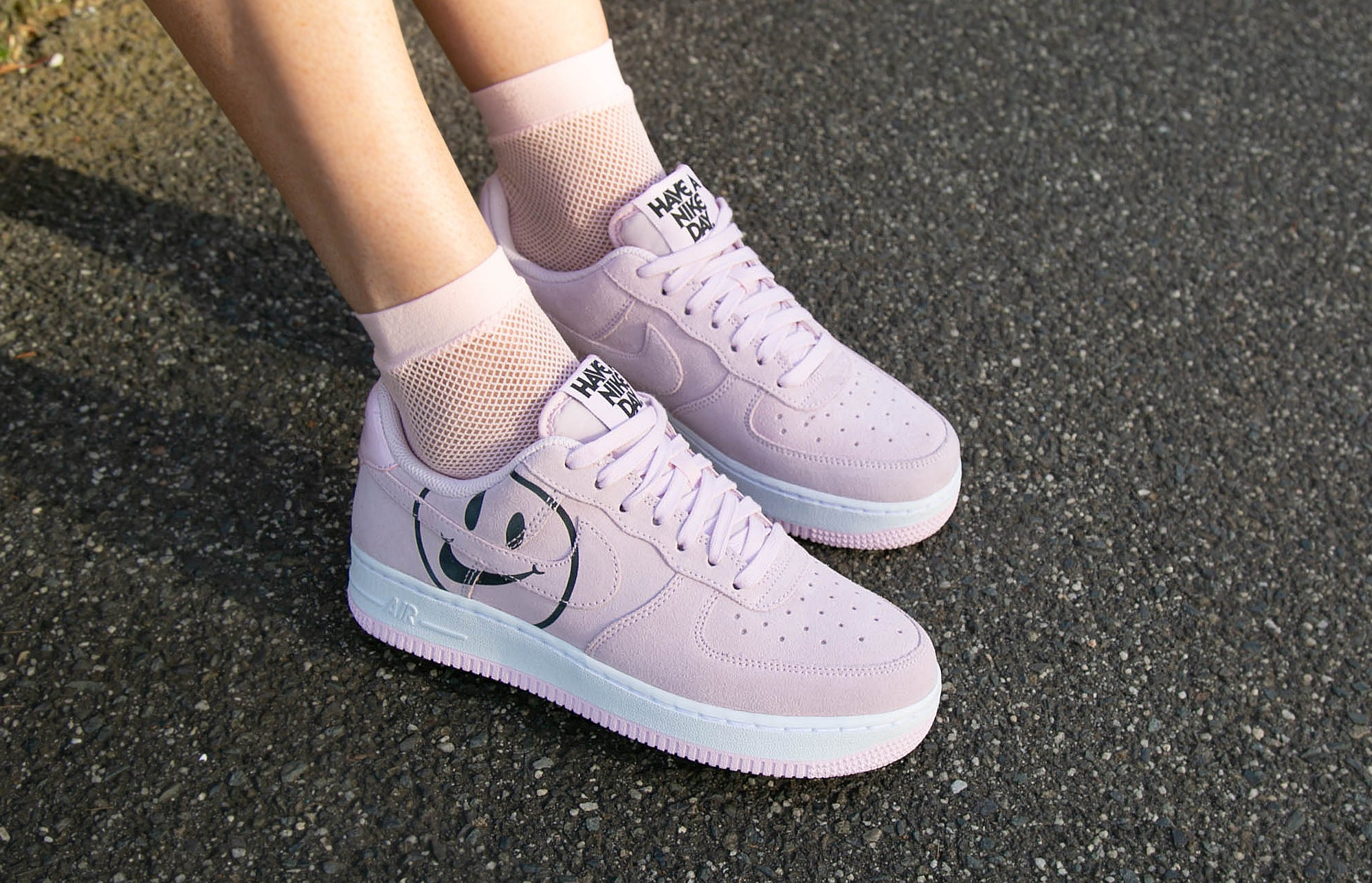 nike air force 1 white happy face outfit