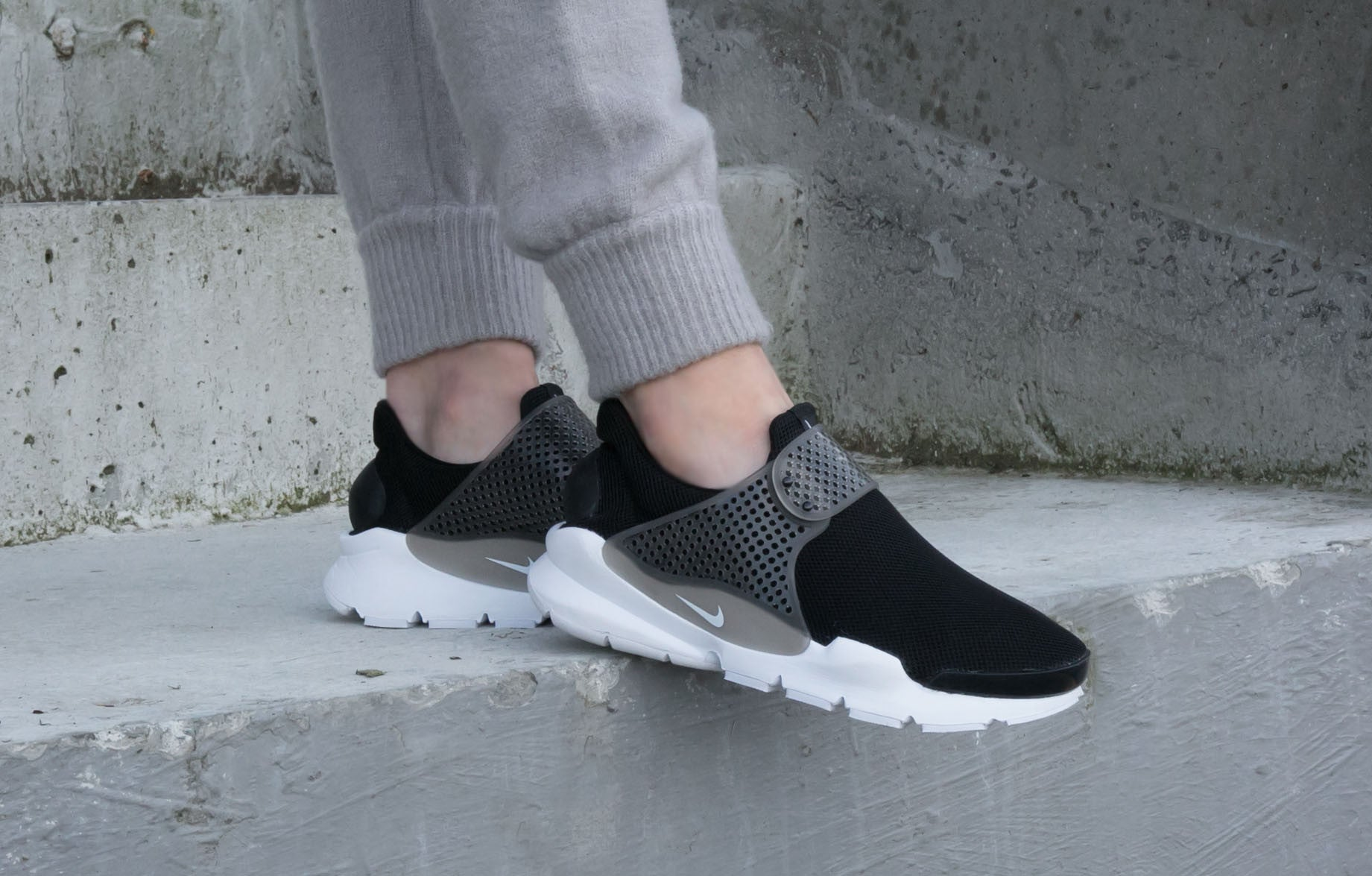 super popular 818eb fe1cc Nike Sock Dart BR Black/White Review | STYLE | SOLE FINESS