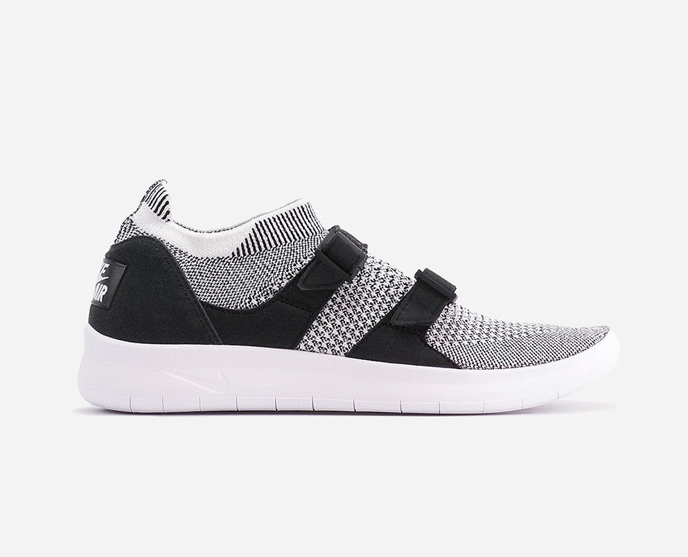 Nike Sock Racer Ultra Flyknit Black/White