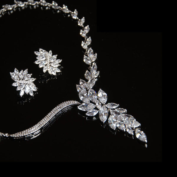 Belle Bridal Jewellery, wholesales and bespoke bridal couture, bridal headpieces, tiara, bridal Jewelry and accessories.