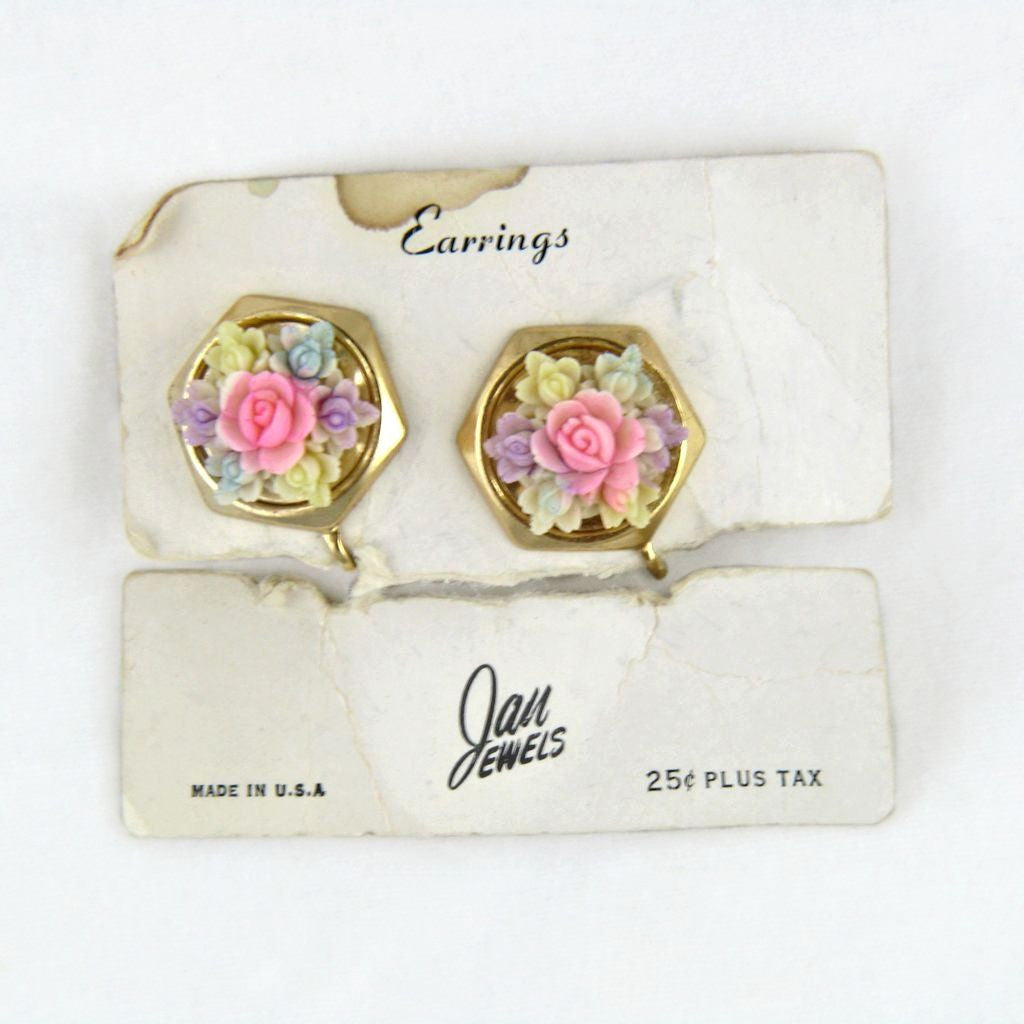 Vintage Plastic Floral Screwback Earrings on Original Card - Flotsam from Michigan  - 1