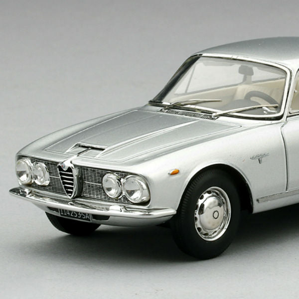 CARS YOU SHOULD KNOW: THE ALFA ROMEO 2600 SPRINT