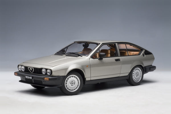 Alfa Romeo Alfetta GTV 2.0 (1980) | 1:18 Scale Diecast Model Car by AUTOart | Front Quarter