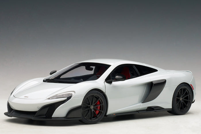 McLaren 675LT | 1:18 Scale Model Car by AUTOart | Front Quarter
