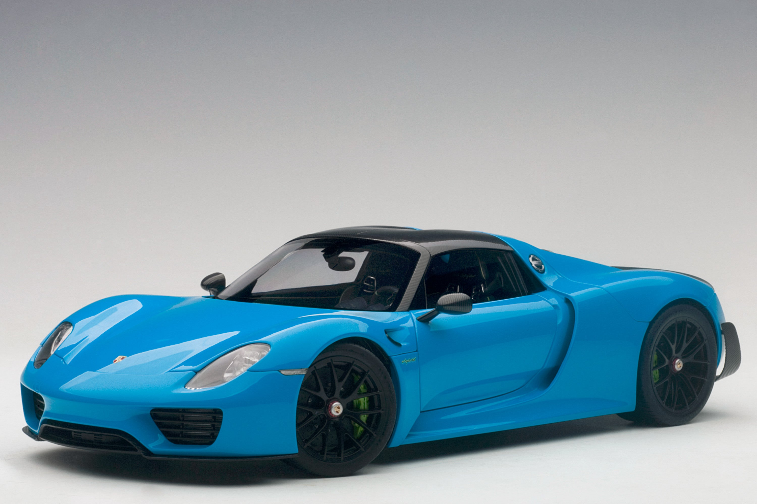 Porsche 918 Spyder | 1:18 Scale Model Car by AUTOart | Front Quarter