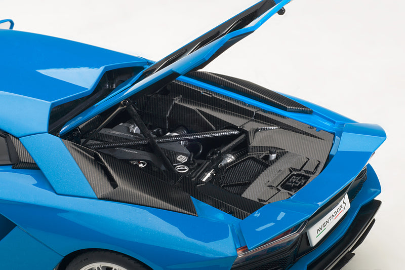 Lamborghini Aventador S | 1:18 Scale Model Car by AUTOart | Engine Detail