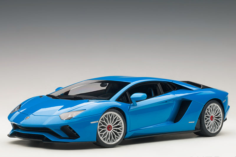 Lamborghini Aventador S | 1:18 Scale Model Car by AUTOart | Front Quarter