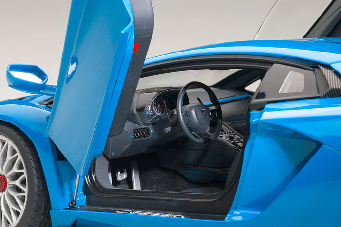 Lamborghini Aventador S | 1:18 Scale Model Car by AUTOart | Left Interior