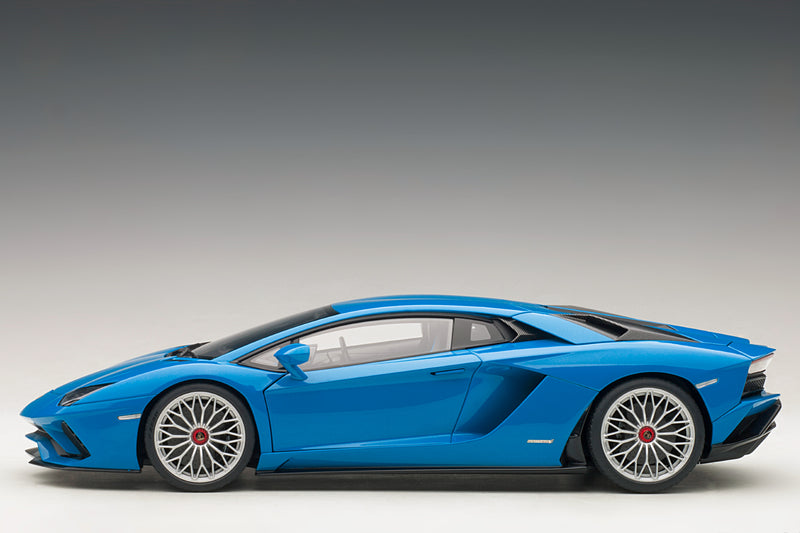 Lamborghini Aventador S | 1:18 Scale Model Car by AUTOart | Profile