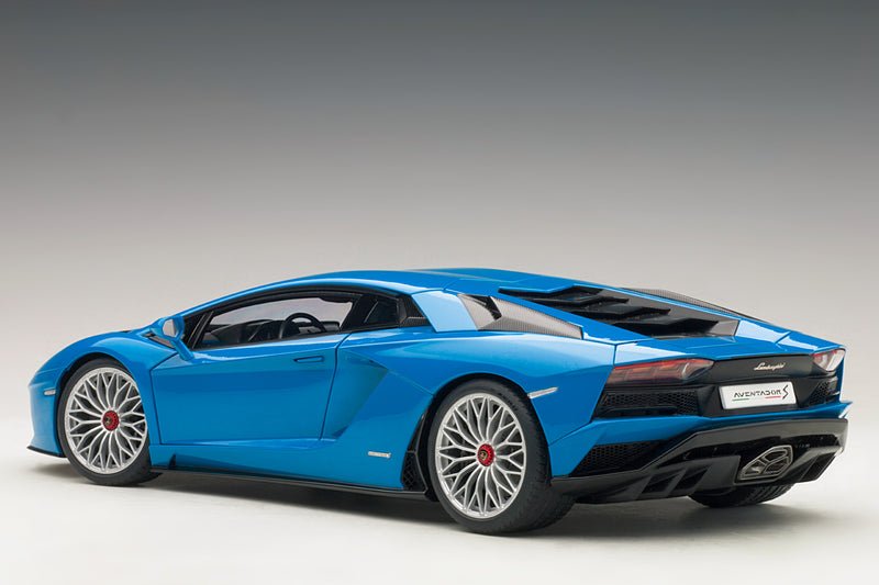 Lamborghini Aventador S | 1:18 Scale Model Car by AUTOart | Rear Quarter