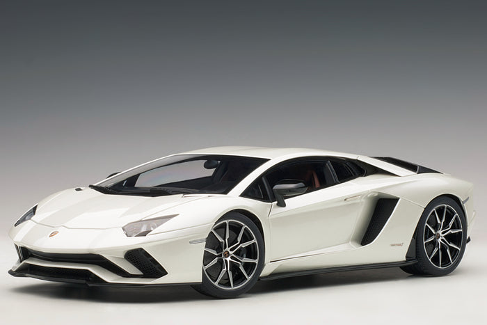 Lamborghini Aventador S | 1:18 Scale Model Car by AUTOart | White Variant