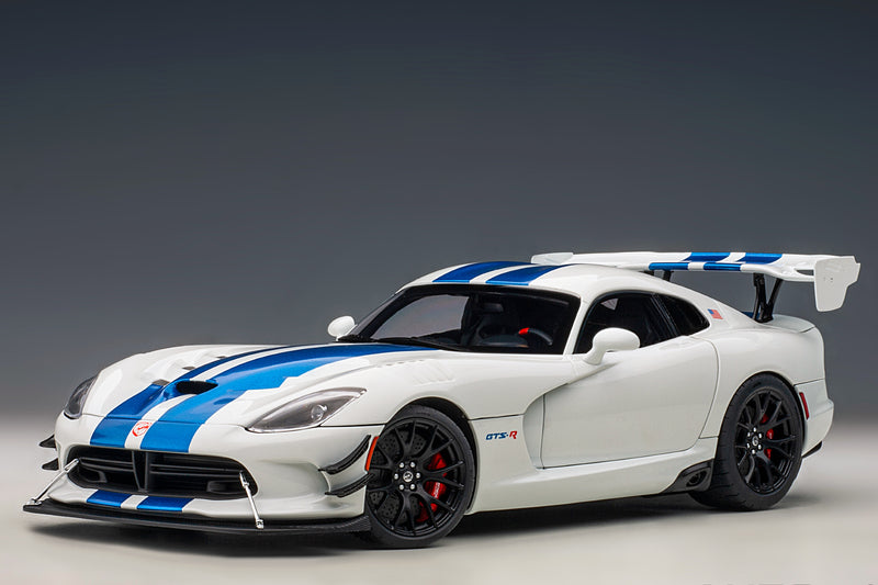 Dodge Viper GTS-R Commemorative Edition ACR (2017) | 1:18 Scale Model Car by AUTOart | Front Quarter