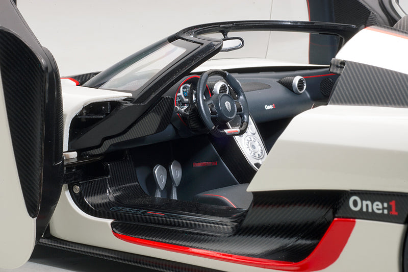 Koenigsegg One:1 | 1:18 Scale Model Car by AUTOart | Left Interior