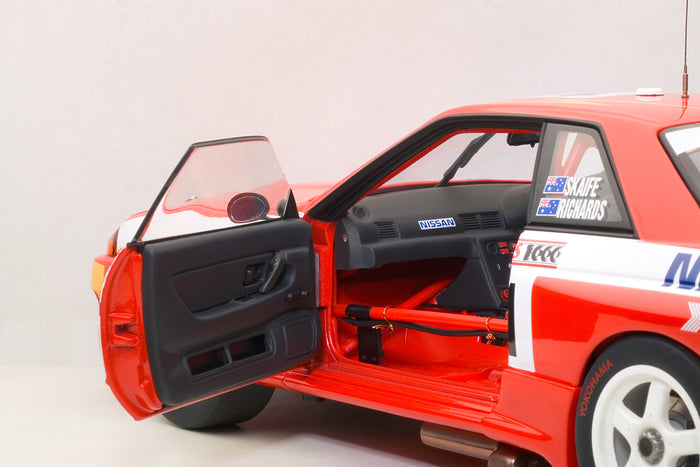 Nissan Skyline GT-R (1992 Toohey's 1000) | 1:18 Scale Diecast Model Car by AUTOart | Left Interior