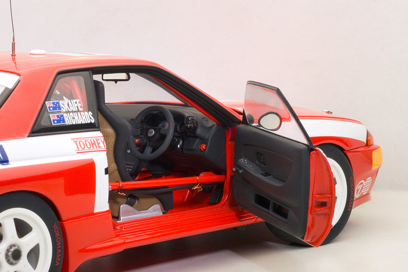 Nissan Skyline GT-R (1992 Toohey's 1000) | 1:18 Scale Diecast Model Car by AUTOart | Right Interior