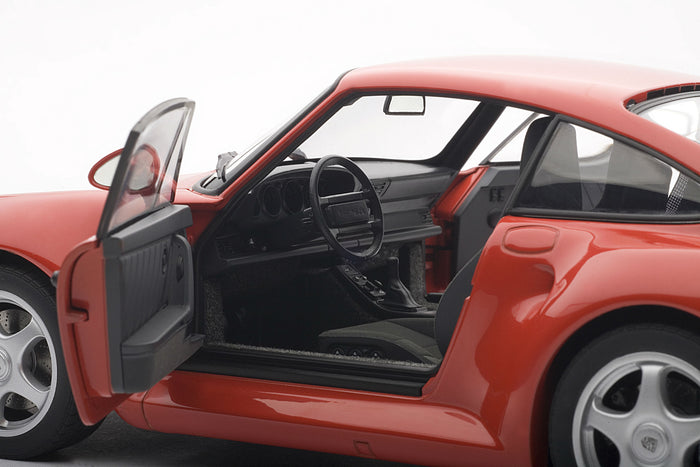 Porsche 959 | 1:18-Scale Diecast Model Car by AUTOart | Driver detail