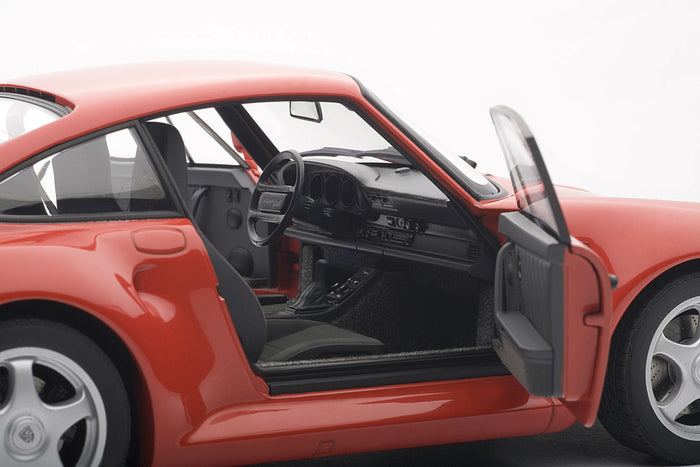 Porsche 959 | 1:18-Scale Diecast Model Car by AUTOart | Passenger detail