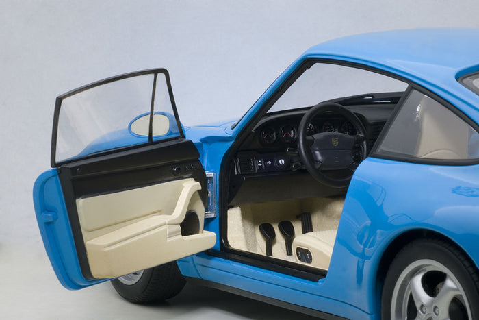 Porsche 993 | 1:18 Scale Model Car by AUTOart | Driver detail
